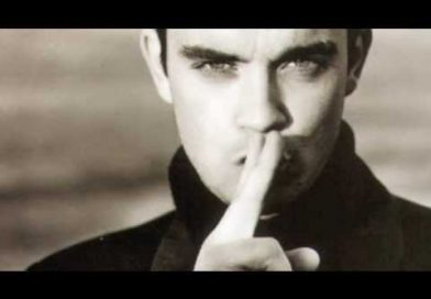 SHE'S THE ONE – ROBBIE WILLIAMS PIANO CHORDS & Lyrics