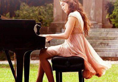 WHEN I LOOK AT YOU – MILEY CYRUS PIANO CHORDS & Lyrics